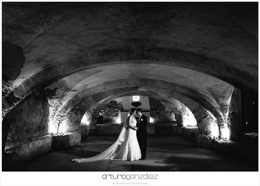 27-fotografias-de-boda-hacienda-san-juan-bautista-puebla-cupula-blanco-negro