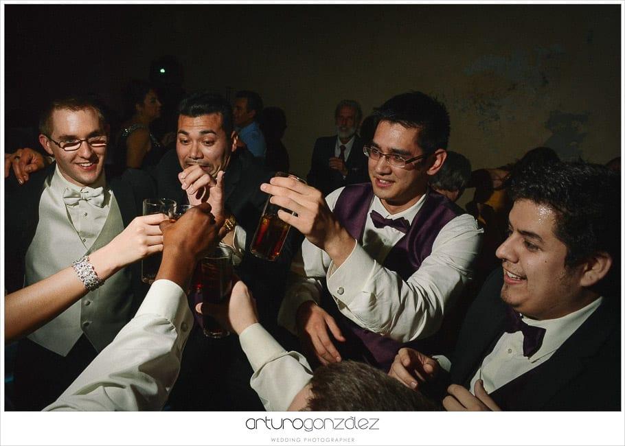 44-fiesta-boda-fotos-tragos-fotojornalismo-de-bodas