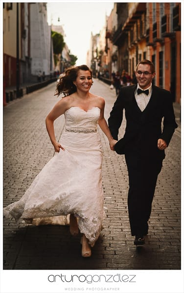 wedding-photographer-puebla-mexico-trash-the-dress-la-purifcadora-arturo-gonzalez-barrio-del-artista-los-sapos-10