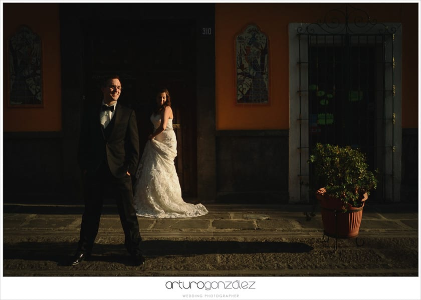 wedding-photographer-puebla-mexico-trash-the-dress-la-purifcadora-arturo-gonzalez-barrio-del-artista-los-sapos-11