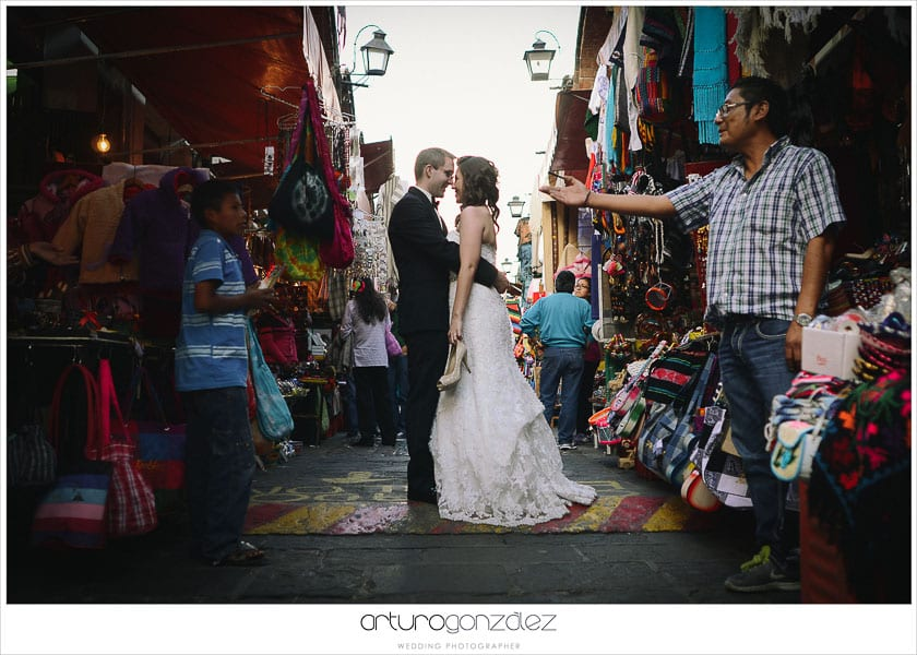 wedding-photographer-puebla-mexico-trash-the-dress-la-purifcadora-arturo-gonzalez-barrio-del-artista-los-sapos-5