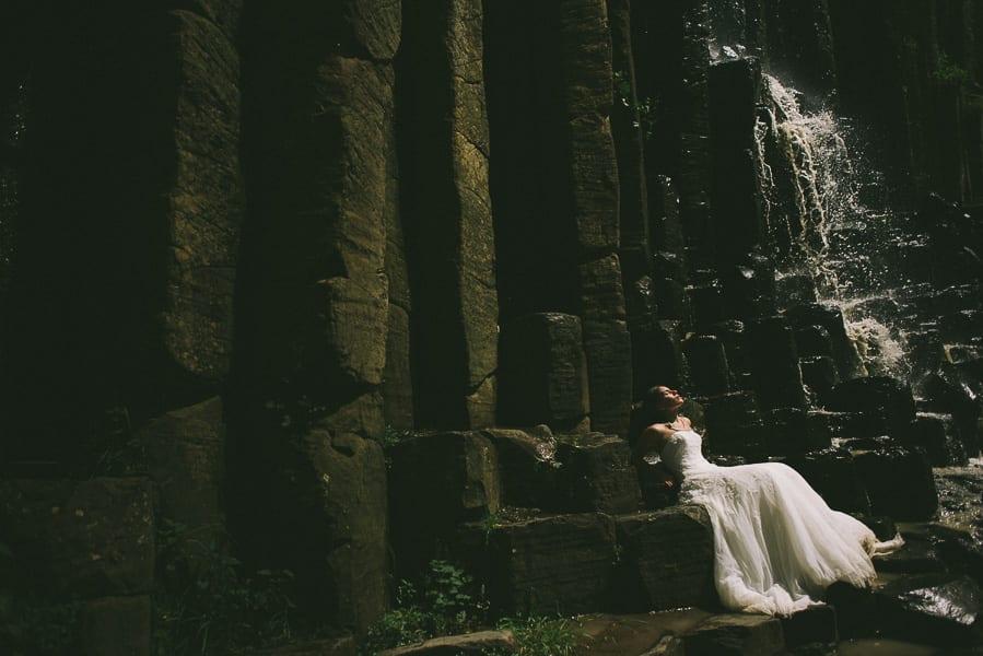 trash-the-dress-prismas-basalticos-peña-del-aire-fotografias-de-boda-16